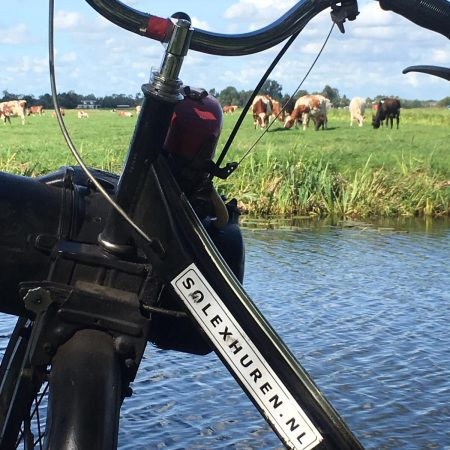 Een solex bij het water solexhuren.nl